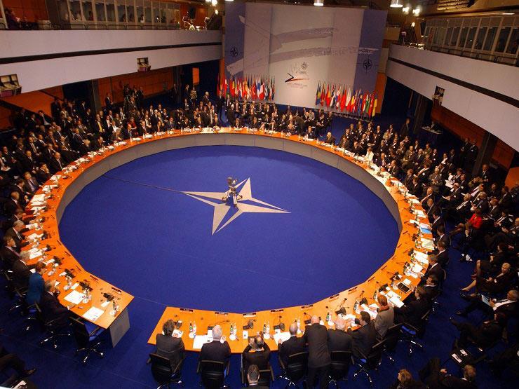 بسبب كورونا.. قيادة الناتو في أفغانستان تفرض حجرا صحيا على 1.5 ألف من موظفيه