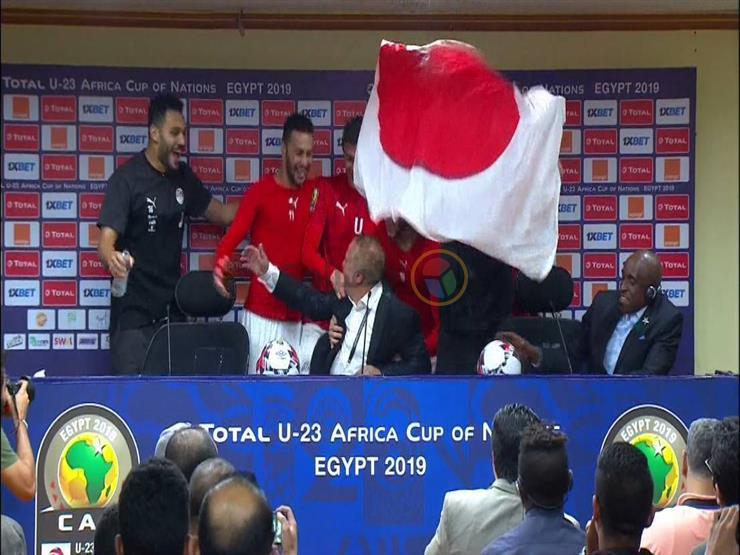 بالفيديو.. لاعبو مصر الأولمبي يقتحمون مؤتمر شوقي غريب