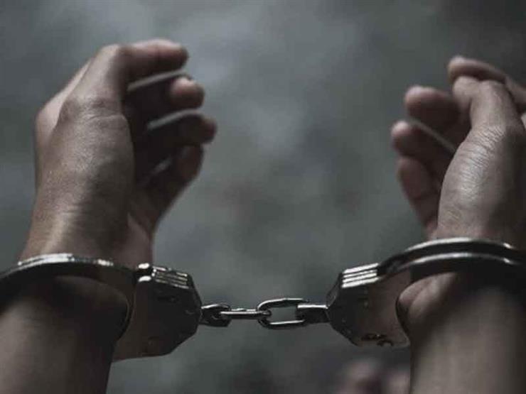 القبض على شخص استولى على 100 ألف جنيه لتعيين شاب بجهة حكومية
