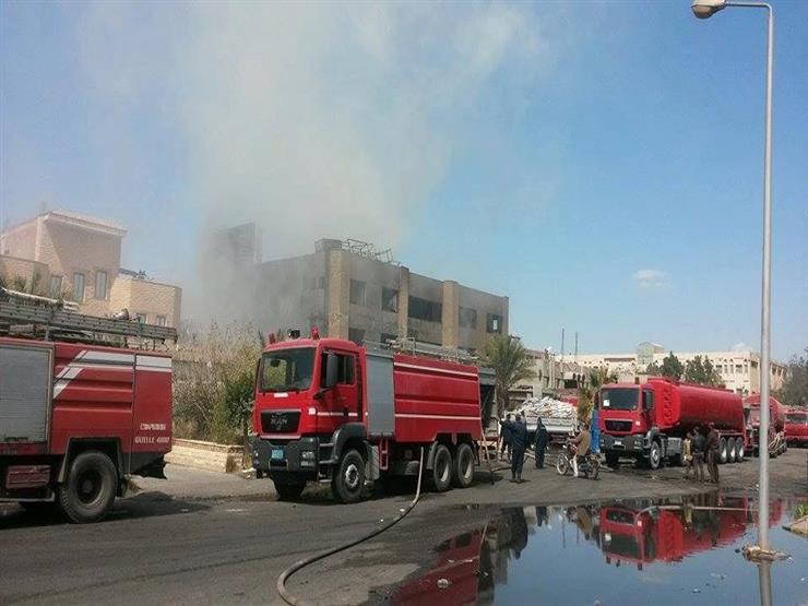 6 سيارات إطفاء تخمد حريقا داخل مول في 6 أكتوبر