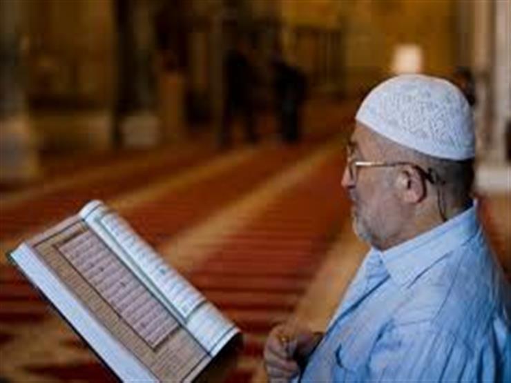 أيهما أكثر ثوابًا: قراءة القرآن من الذاكرة أم من المصحف؟