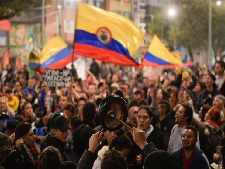 احتجاجات عنيفة في كولومبيا ضد إصلاحات اقتصادية ومقتل متظاهر