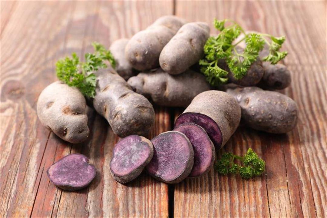 هل مذاقها يختلف عن العادية؟.. 7 فوائد تقدمها البطاطس البنفسجية لصحتك