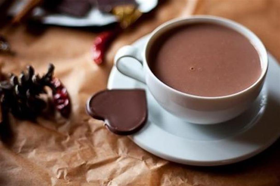 مفاجأة لمحبيها.. مشروب الشوكولاتة يقلل من خطر الإصابة بالنوبات القلبية