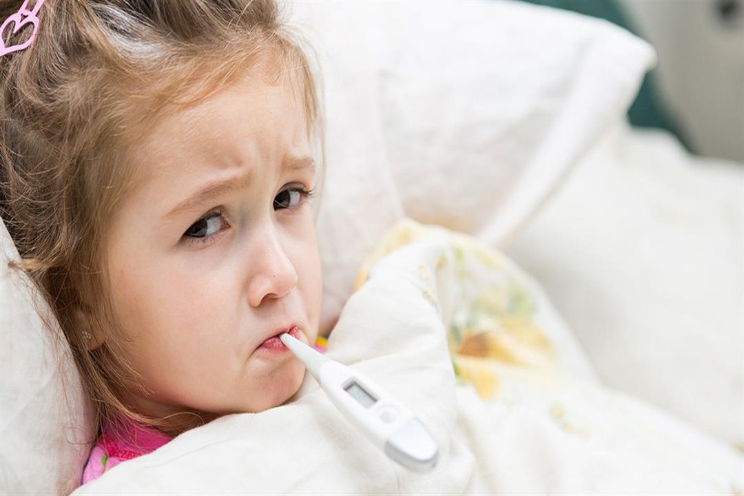 أبرزها كمادات الخل.. 4 عادات خاطئة تجنبيها عند ارتفاع درجة حرارة طفلِك