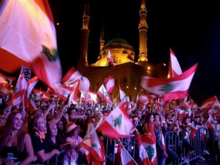 محتجون لبنانيون يجبرون المصارف على الإغلاق في عدة مناطق بالبلاد