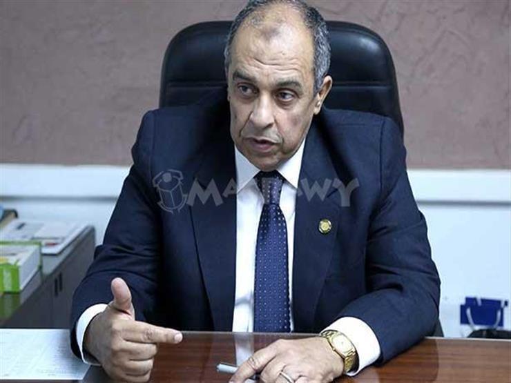 برلماني يتهم وزير الزراعة بالتسبب في ضياع مليارات الجنيهات على الدولة