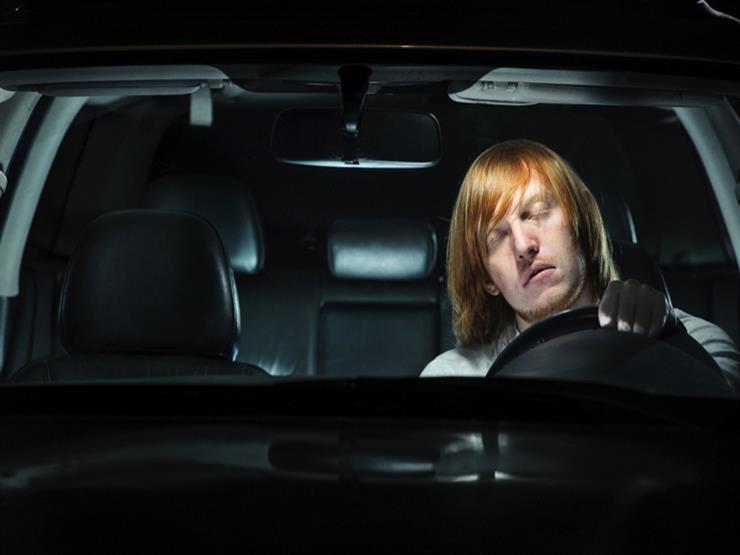 تيسلا الأمريكية تعلن عن تطوير سيارة تتيح لسائقها النوم بأمان أثناء سيرها