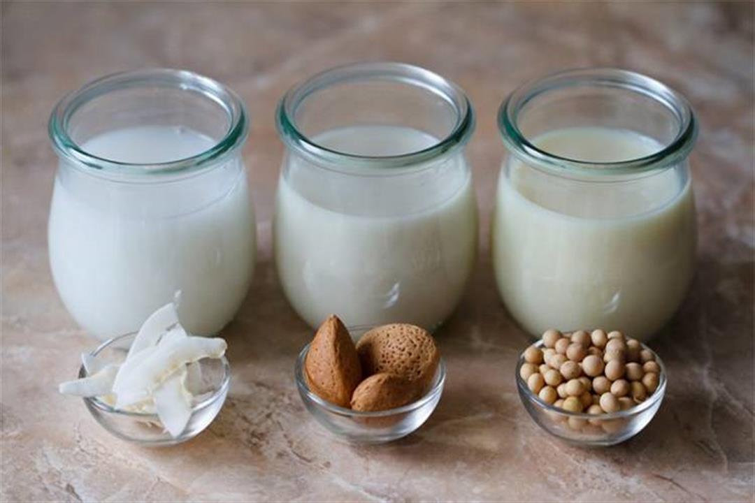 أقلهم المستخلص من اللوز.. إليك عدد السعرات الحرارية بمختلف أنواع الحليب