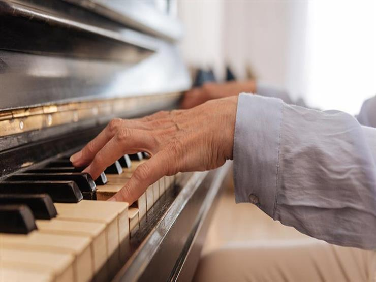 هل يمكن تعلم العزف على آلة موسيقية في الخمسين؟