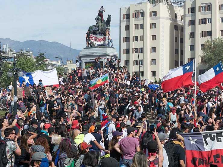 من أمريكا اللاتينية إلى العالم العربي..تعددت الأسباب والاحتجاجات واحدة