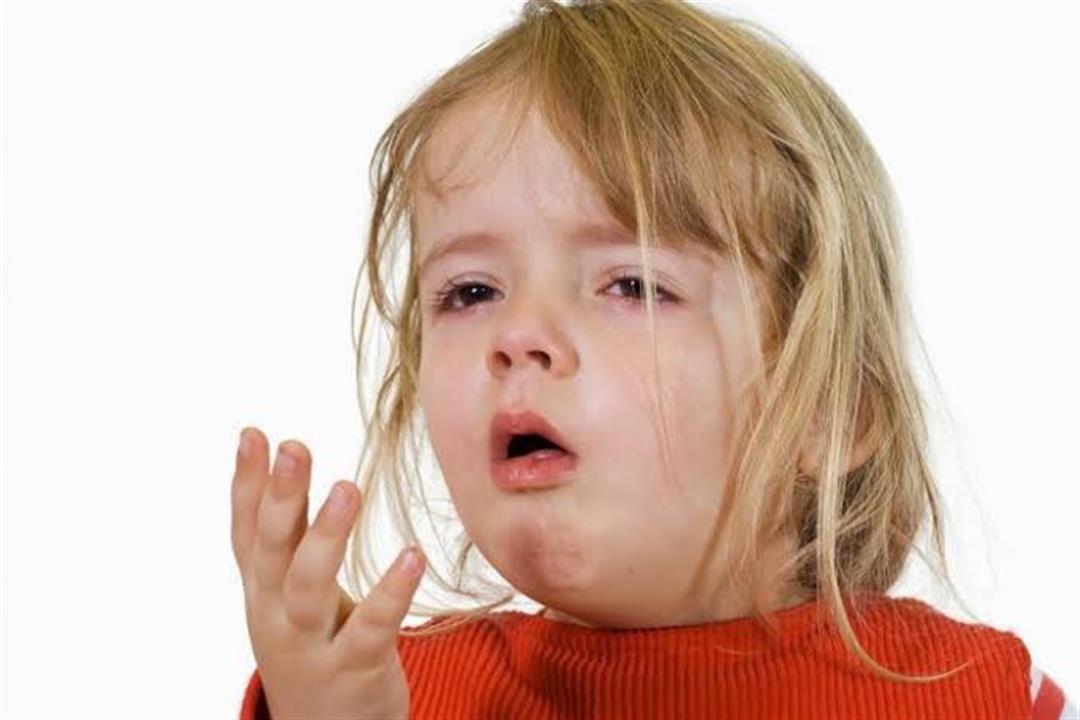 قد يكون خطيرًا.. طبيب يشرح أسباب تغير لون البلغم عند الأطفال
