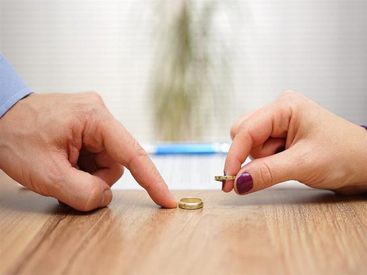 """أيمن يطلب فسخ عقد الزواج: """"مدمنة برامج طبخ"""""""