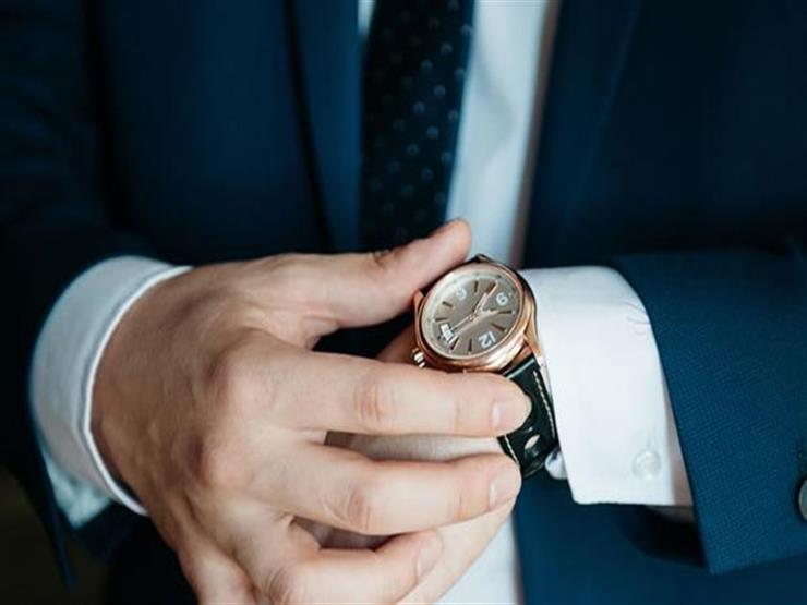 ما حكم ارتداء الرجل ساعة أو نظارة مطلية بالذهب؟.. أمين الفتوى يرد