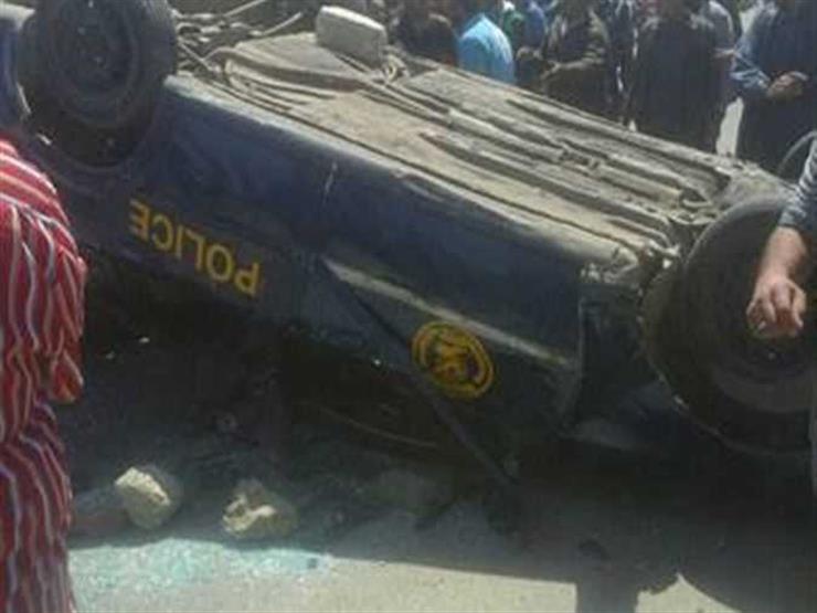 إصابة 10 أشخاص انقلبت بهم سيارة في أسيوط