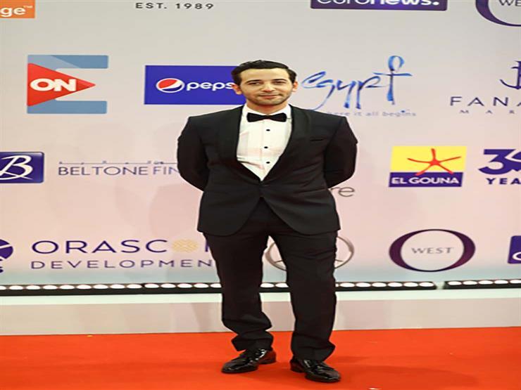 """كريم قاسم يسافر إلى فرنسا للمشاركة بـ""""ليل خارجي"""" في مهرجان السينما الإفريقي"""
