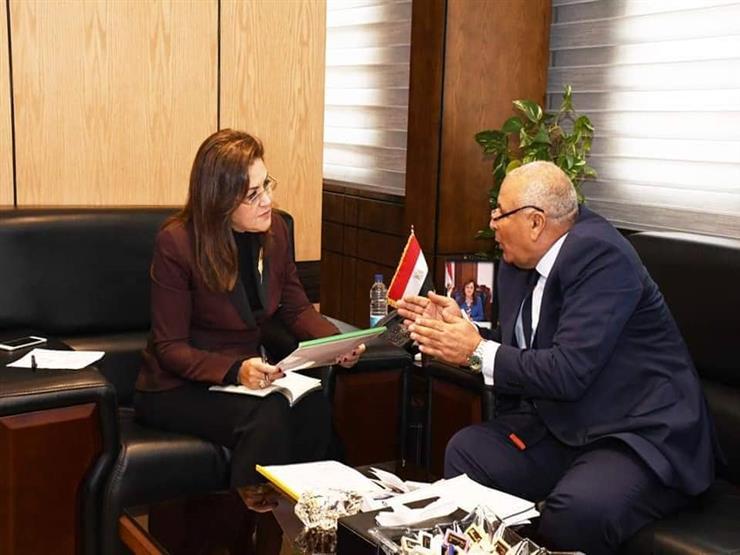 محافظ الوادي الجديد يبحث مع وزيرة التخطيط تنفيذ أول مجمع خدمي مميكن