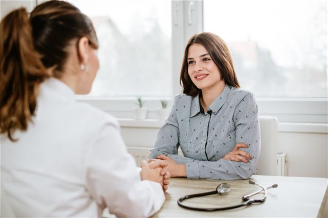 للسيدات.. 4 حالات تستدعي زيارتِك لطبيب النساء