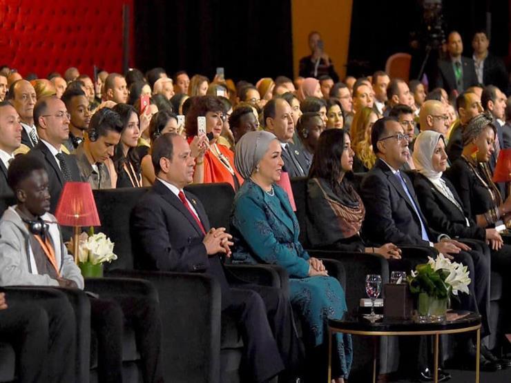 بالصور| حضور الرئيس السيسي وقرينته العروض الفنية لمسرح شباب العالم