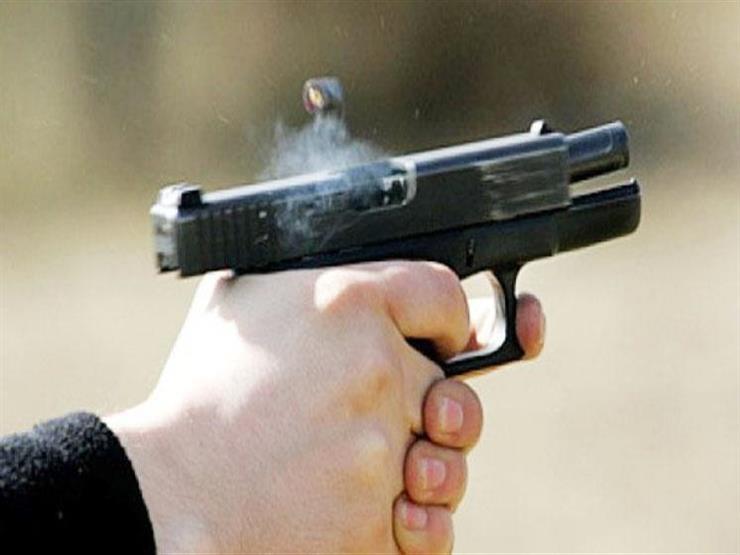 عن طريق الخطأ.. إصابة ربة منزل بطلق ناري على يد ابنها في سوهاج