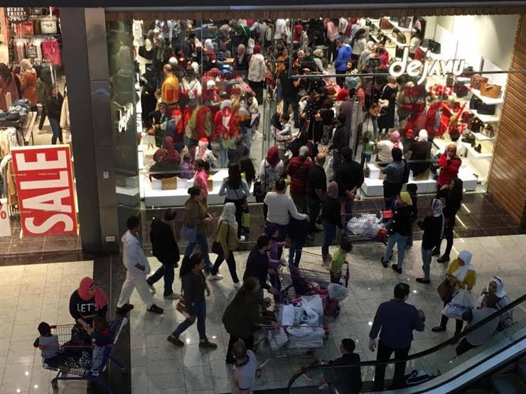 تجار: تخفيضات البلاك فرايداي نشطت حركة البيع بمحلات الملابس والأحذية