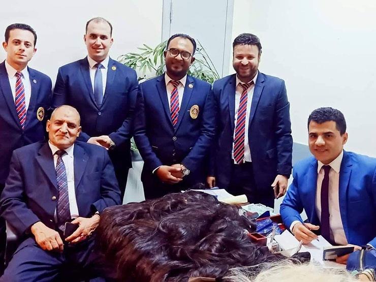 ضبط راكبين بمطار القاهرة حاولا تهريب شعر طبيعي مستعار بالمخالفة للقانون