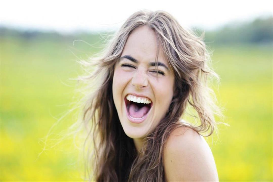 يقودك للإصابة بألزهايمر؟.. إليك أسباب وطرق علاج الضحك الهستيري