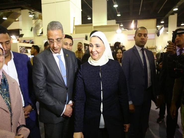 """وزيرة التضامن الاجتماعي ومحافظ الفيوم يفتتحان معرض """"ديارنا"""""""