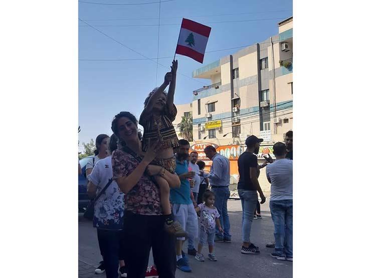 فاطمة وابنها في الميدان.. حين بدأت لبنانية الثورة قبل عامين