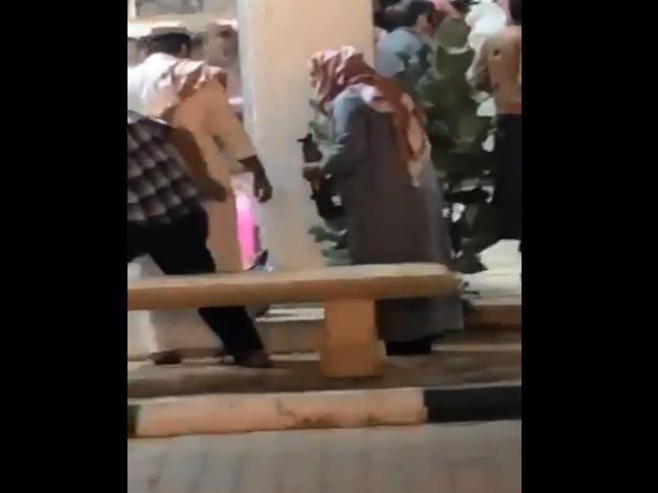 فيديو- سعودي يطلق النار في سوق الذهب