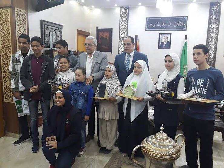 وكيل وزارة التعليم بالقليوبية يكرم الطلاب المخترعين بالمدارس