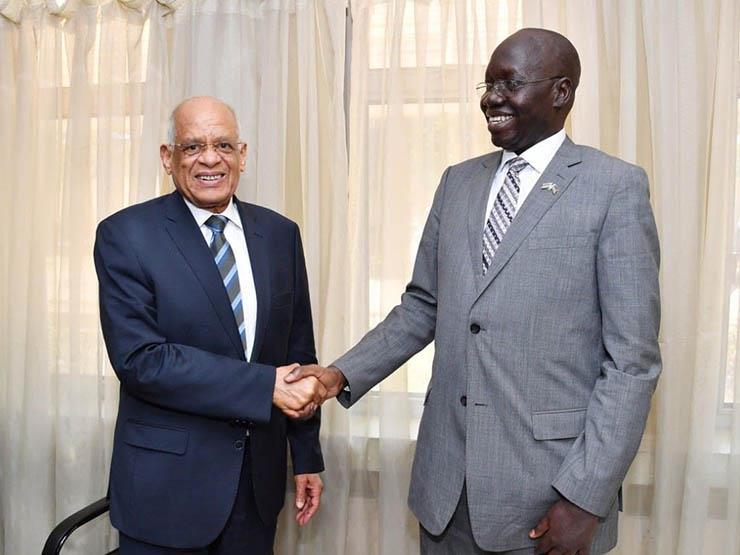 عبدالعال: مصر تتطلع لاستكمال الطرق البرية مع السودان