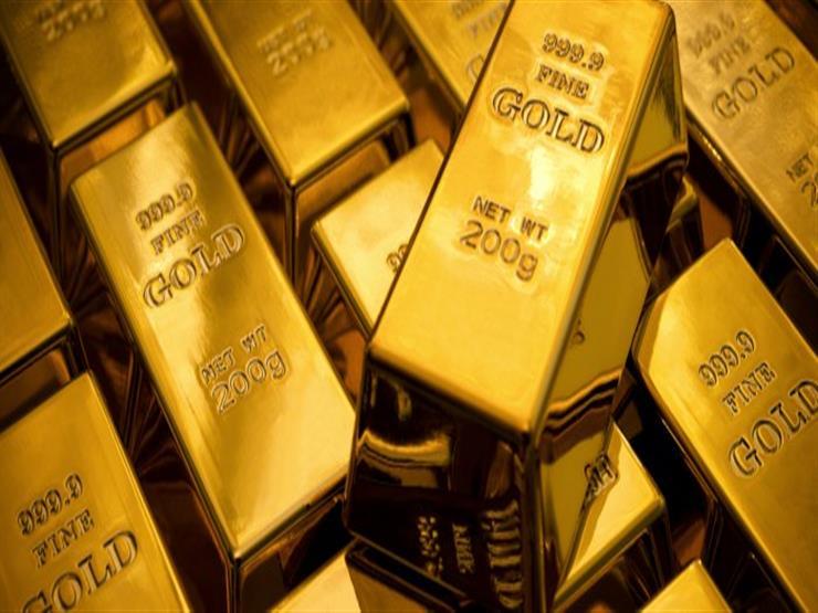 أسعار الذهب تتراجع عالميًا مع ارتفاع الدولار