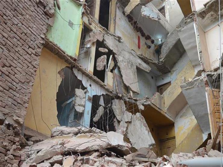 انهيار منزلين بالإسكندرية.. وانتشال 6 أحياء من تحت الأنقاض