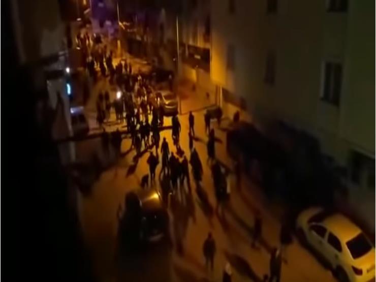 شاهد.. اشتباكات بالسكاكين بين أتراك وسوريين باسطنبول