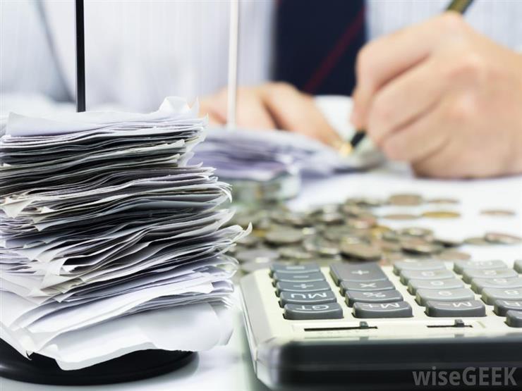 زوجي محصّل ضرائب ويحتفظ في البيت بمبالغ.. هل يجوز استخدامها قبل ردها؟
