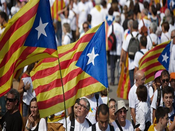 متظاهرون مؤيدون لاستقلال كتالونيا يغلقون طرقا رئيسية على الحدود مع فرنسا