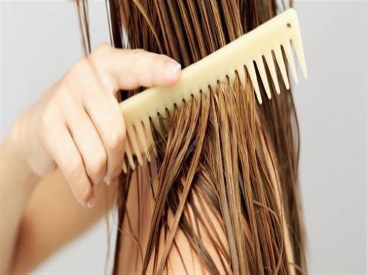 تعرفي على الأضرار الصحية لغسل الشعر يوميًا