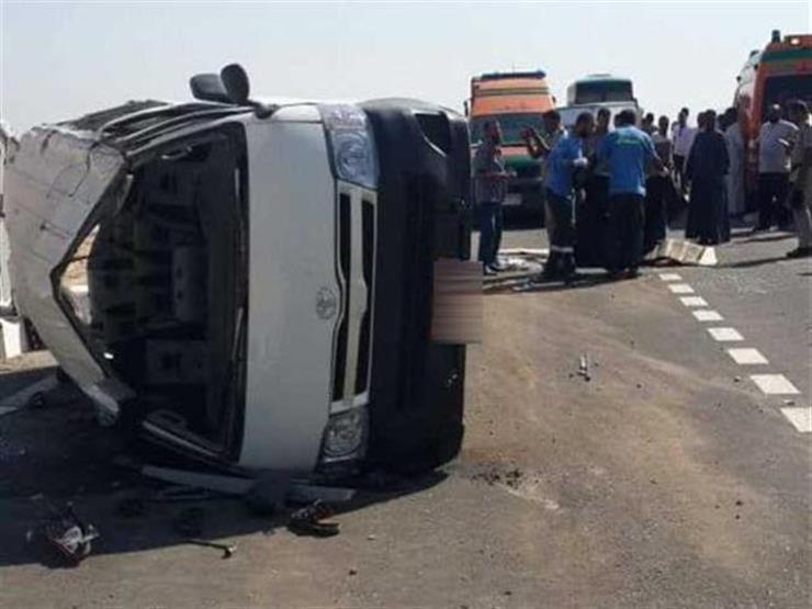 إصابة 14 شخصا في انقلاب ميكروباص على الطريق الزراعي بالبحيرة