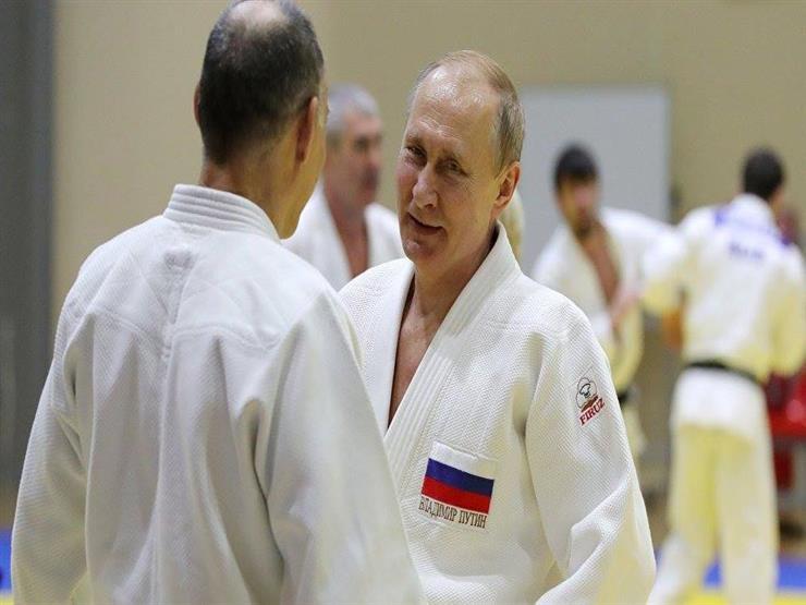 """شاهد -  لاعب روسي يصيب """"بوتين"""" في مباراة جودو (فيديو)"""