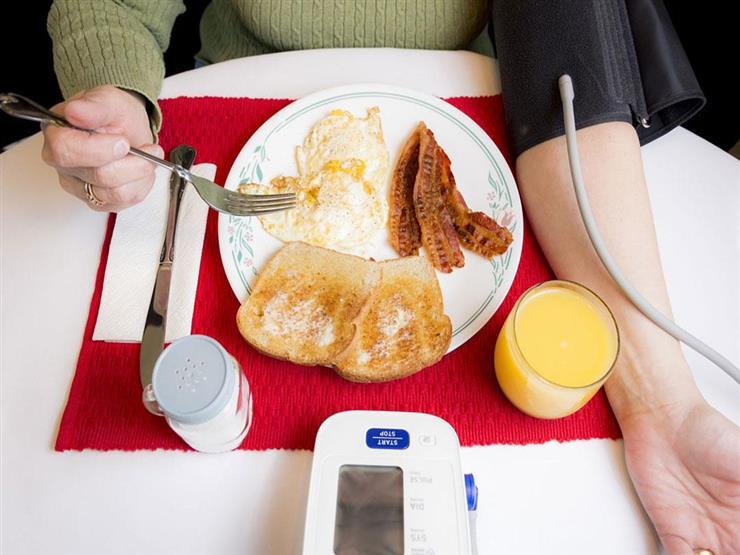 قائمة بأطعمة تخفض ضغط الدم المرتفع