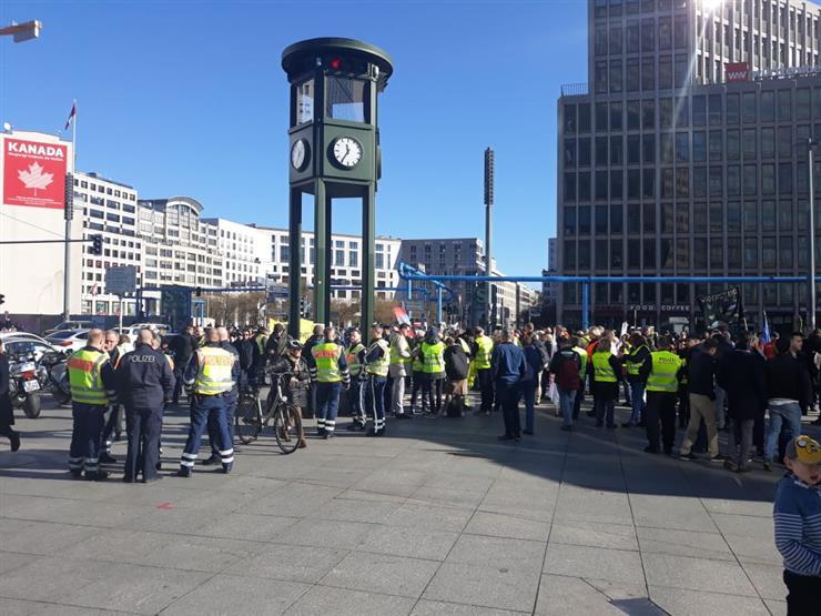 """محتجو """"السترات الصفراء"""" يتظاهرون للسبت السادس عشر لإطلاق شهر حاسم"""