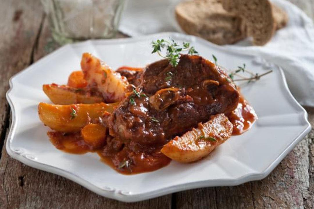 يخنى اللحم بالبطاطس لذيذ ومناسب للدايت