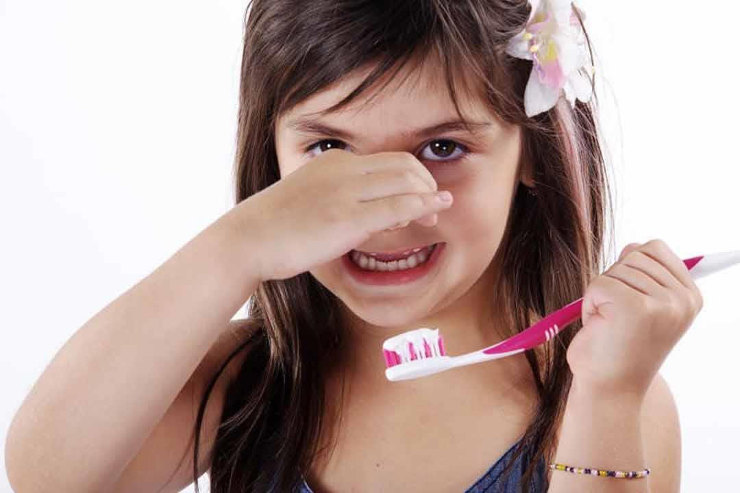 6198378d5a5d3 رائحة النفس الكريهة عند الأطفال تشير لمشكلات صحية.. الأسباب والعلاج