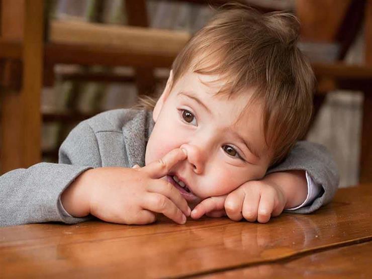 كيف تتصرفين عند دخول أي شئ في أنف طفلك؟.. نصائح ضرورية