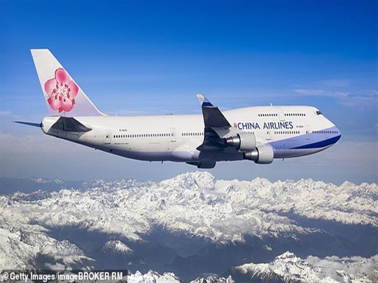 """""""نام في الجو"""".. موقف محرج لطيار صيني داخل قمرة قيادة طائرة (صور وفيديو)"""
