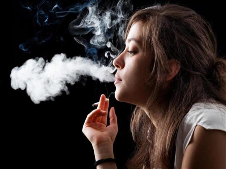 دراسة: تدخين 20 سيجارة يوميًا يتسبب بأضرار بالغة للعين