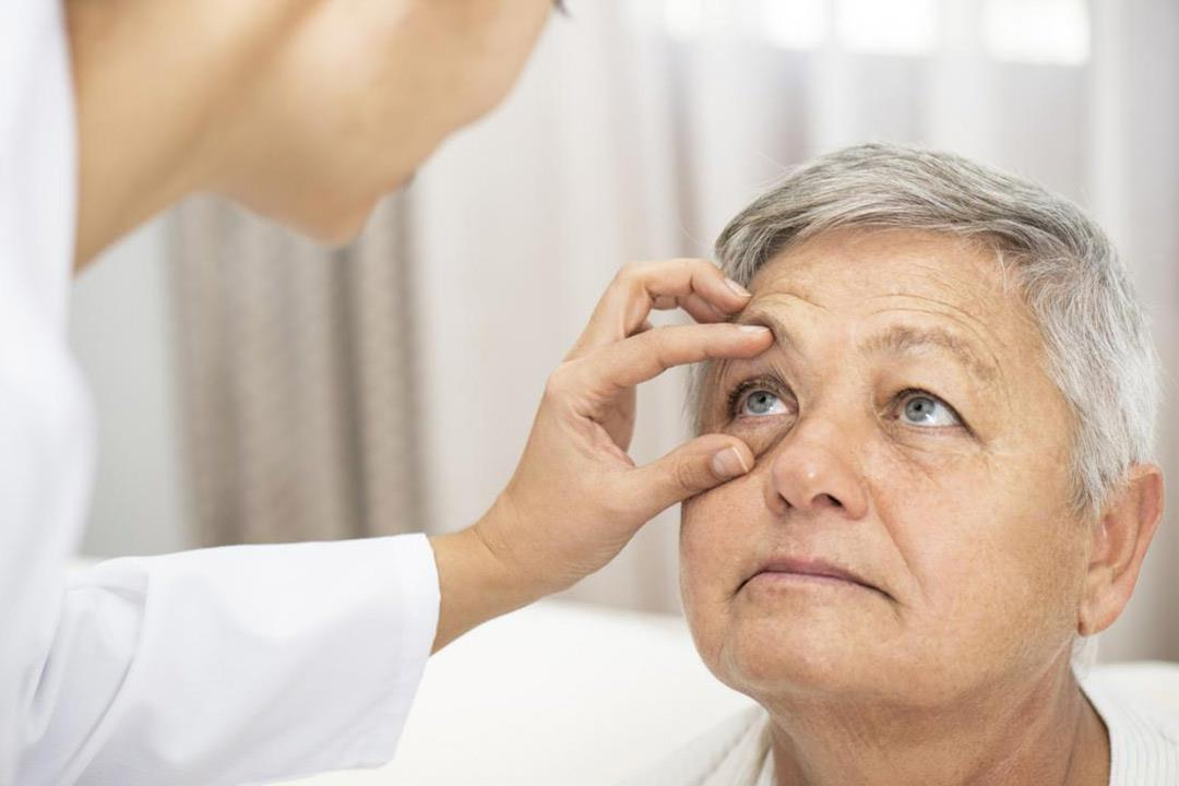 مضاعفات متعددة لارتفاع ضغط الدم على العين.. أعراض منذرة