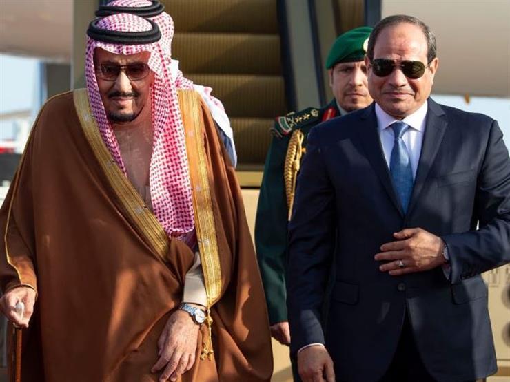 لحظة وصول العاهل السعودي إلى مطار شرم الشيخ
