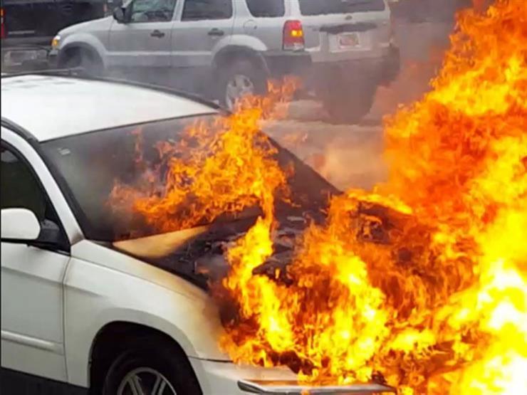 """بالفيديو.. """"سيجارة"""" تتسبب في احتراق أكثر من 300 سيارة بالهند"""